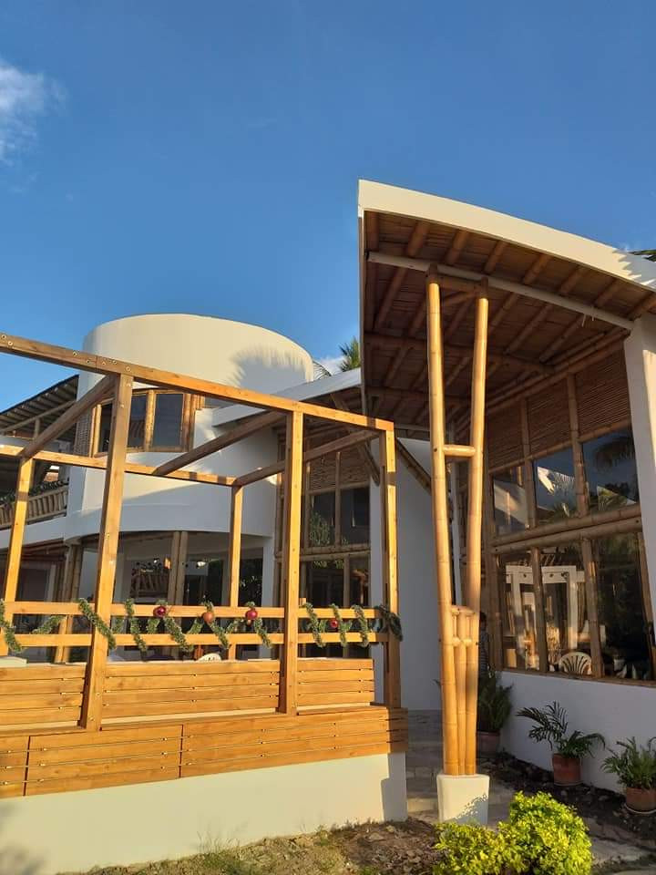 CHINAUTA DECK HOUSE