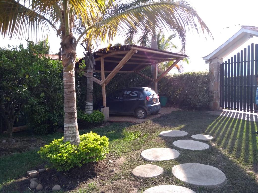 Chinauta House Parking