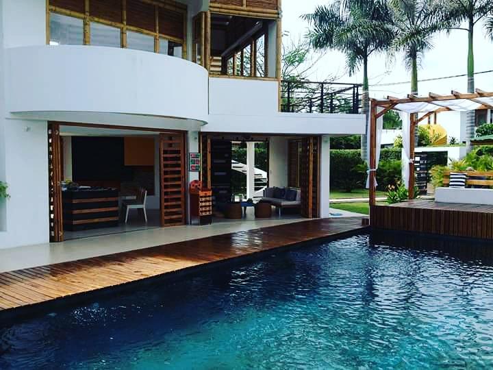 piscina fachada dinastía del sol