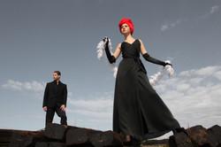 Mann und Frau in schwarz