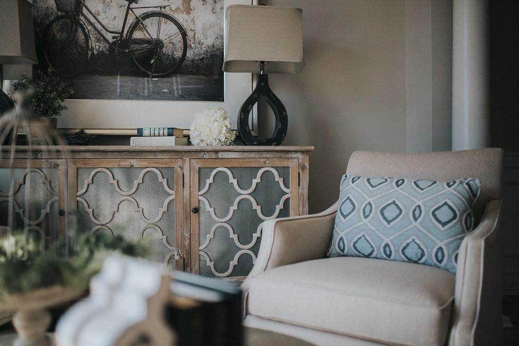 Living Room Swivel Chairs
