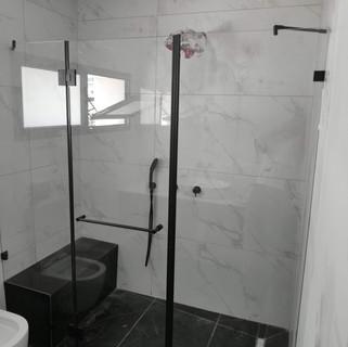 מקלחון פירזול שחור