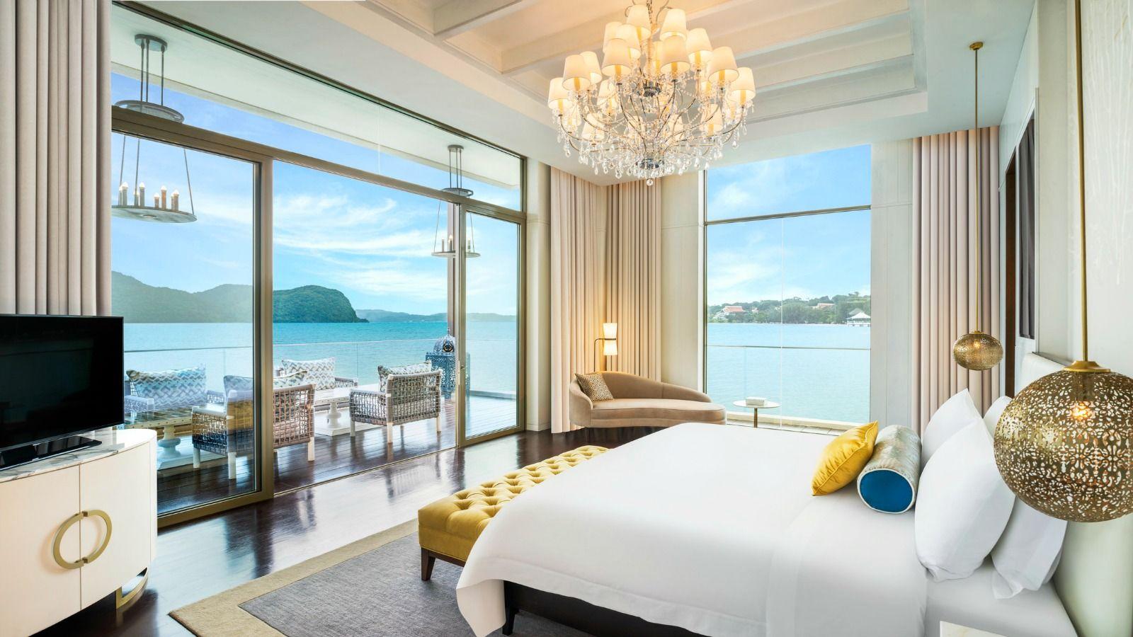 Sunset-Royal-Villa---Master-Bedroom