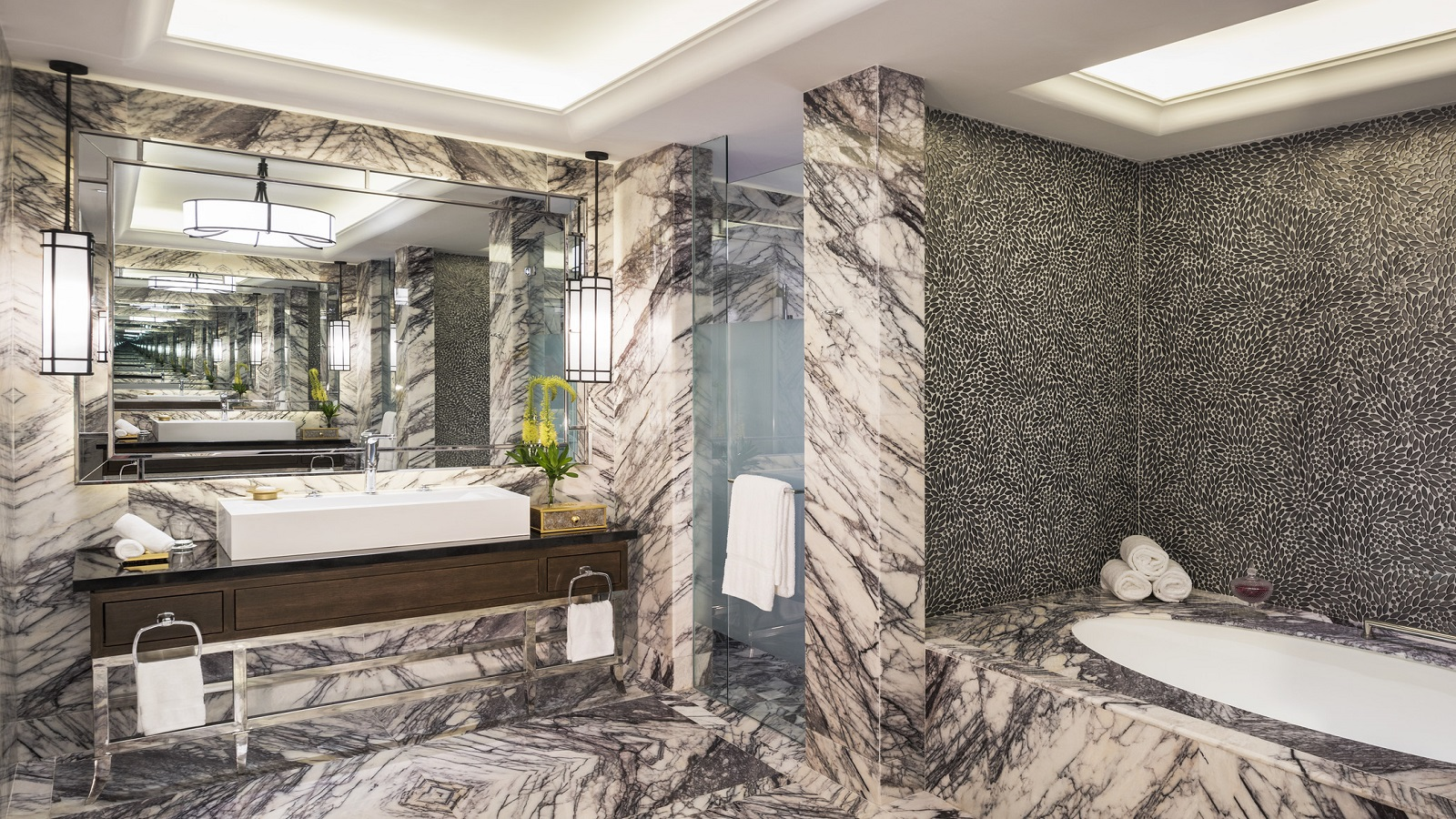Presidential-Suite---Bathroom