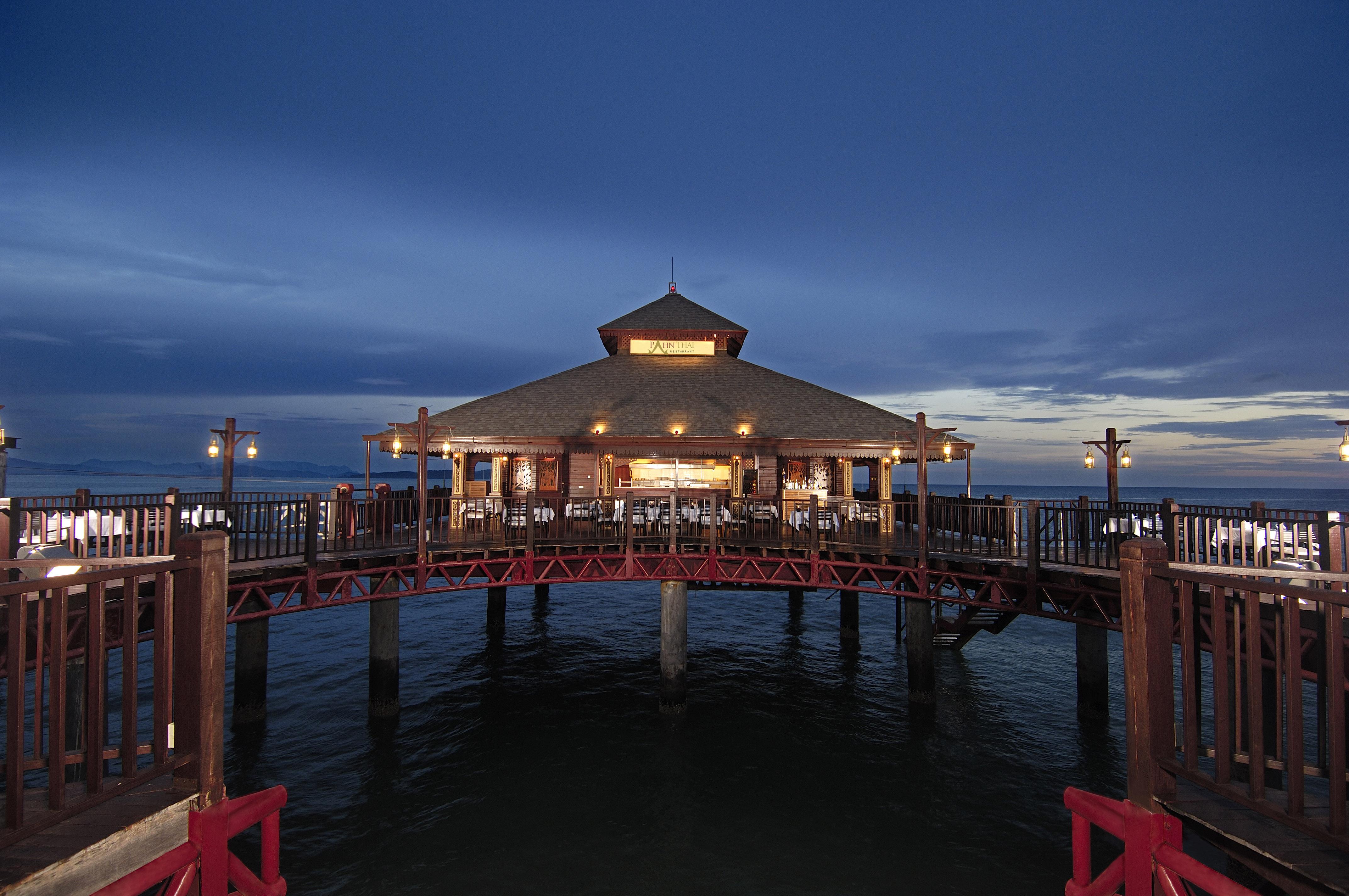 Berjaya-Langkawi-Resort-Pahn-Thai Restaurant - Facade At Night