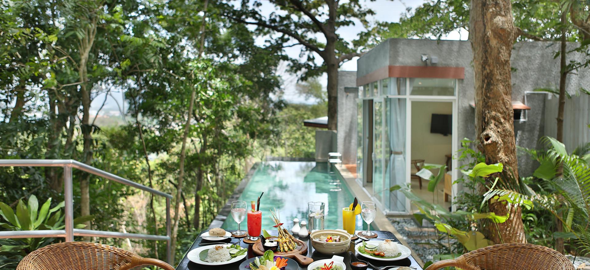 Villa 8 Dining
