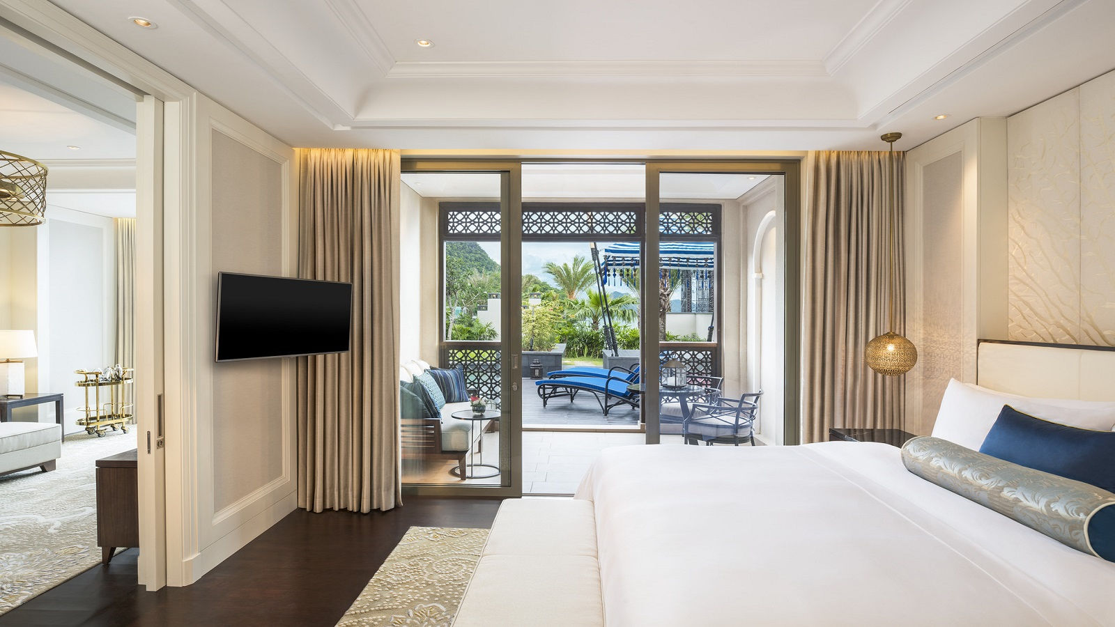 St-Regis-Pool-Suite