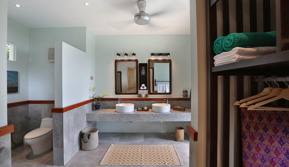 Kemarong - Bathroom