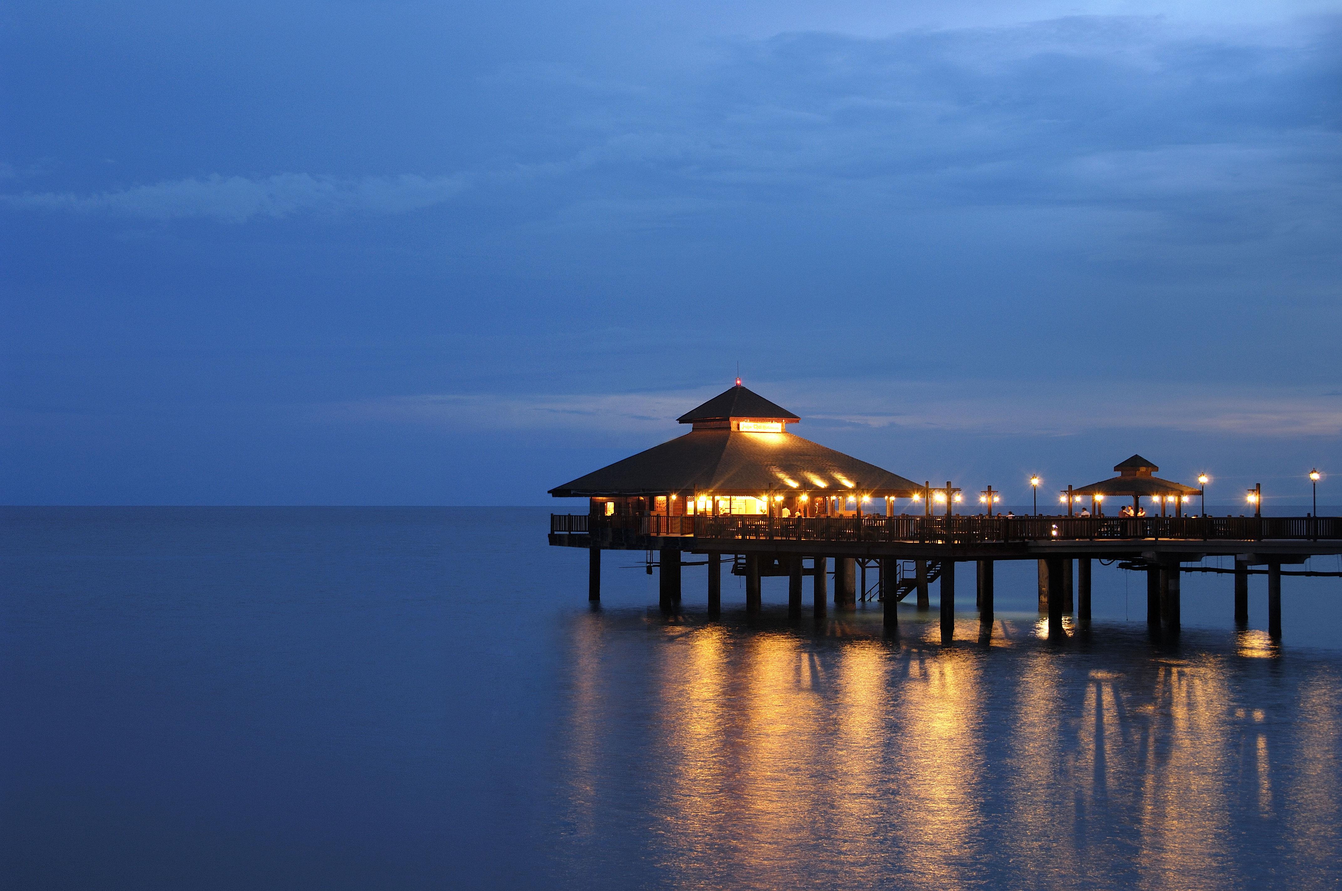 Berjaya-Langkawi-Resort-Pahn-Thai Restaurant - Facade Against Night Sky
