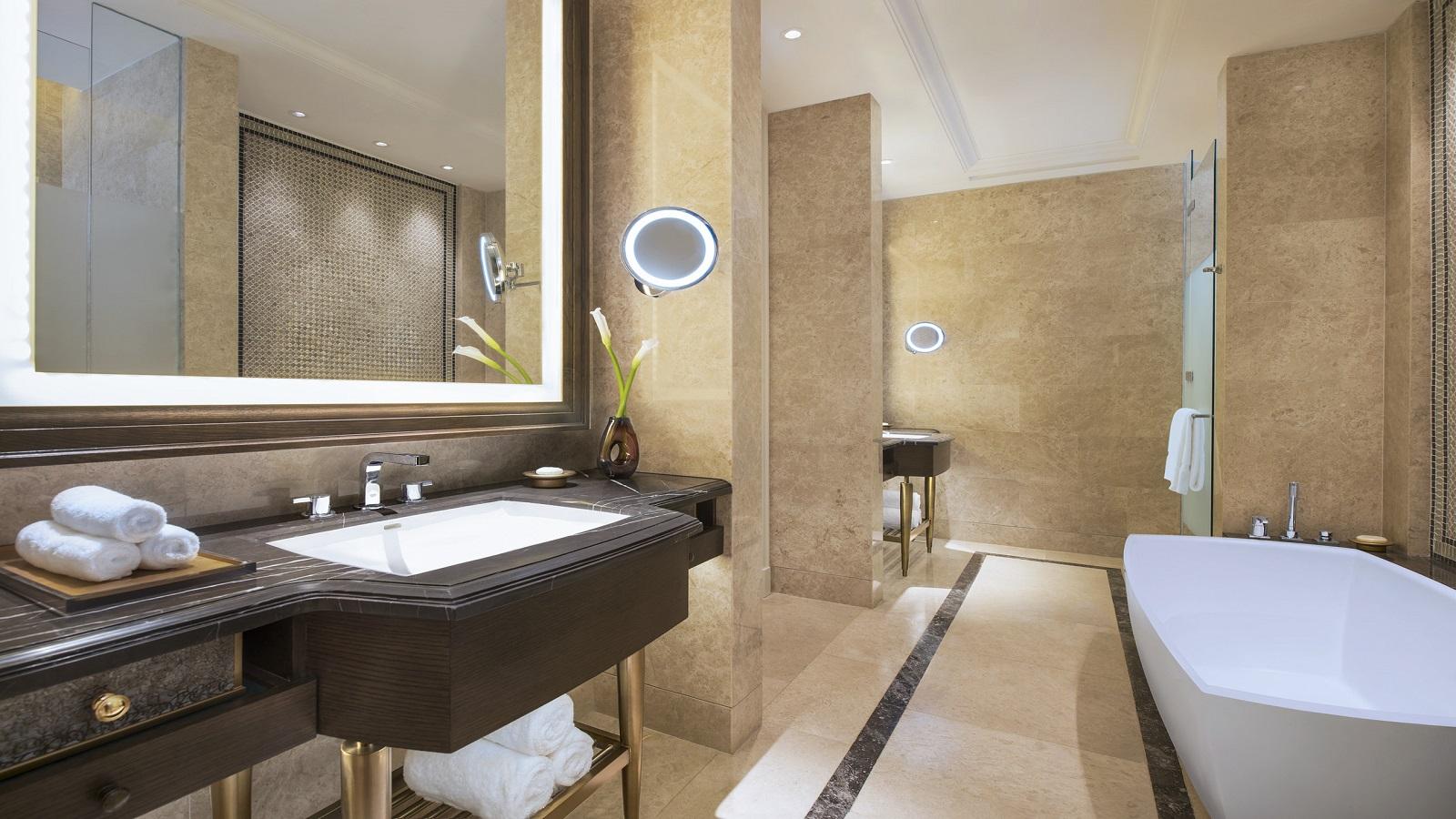 St-Regis-Pool-Suite---Bathroom