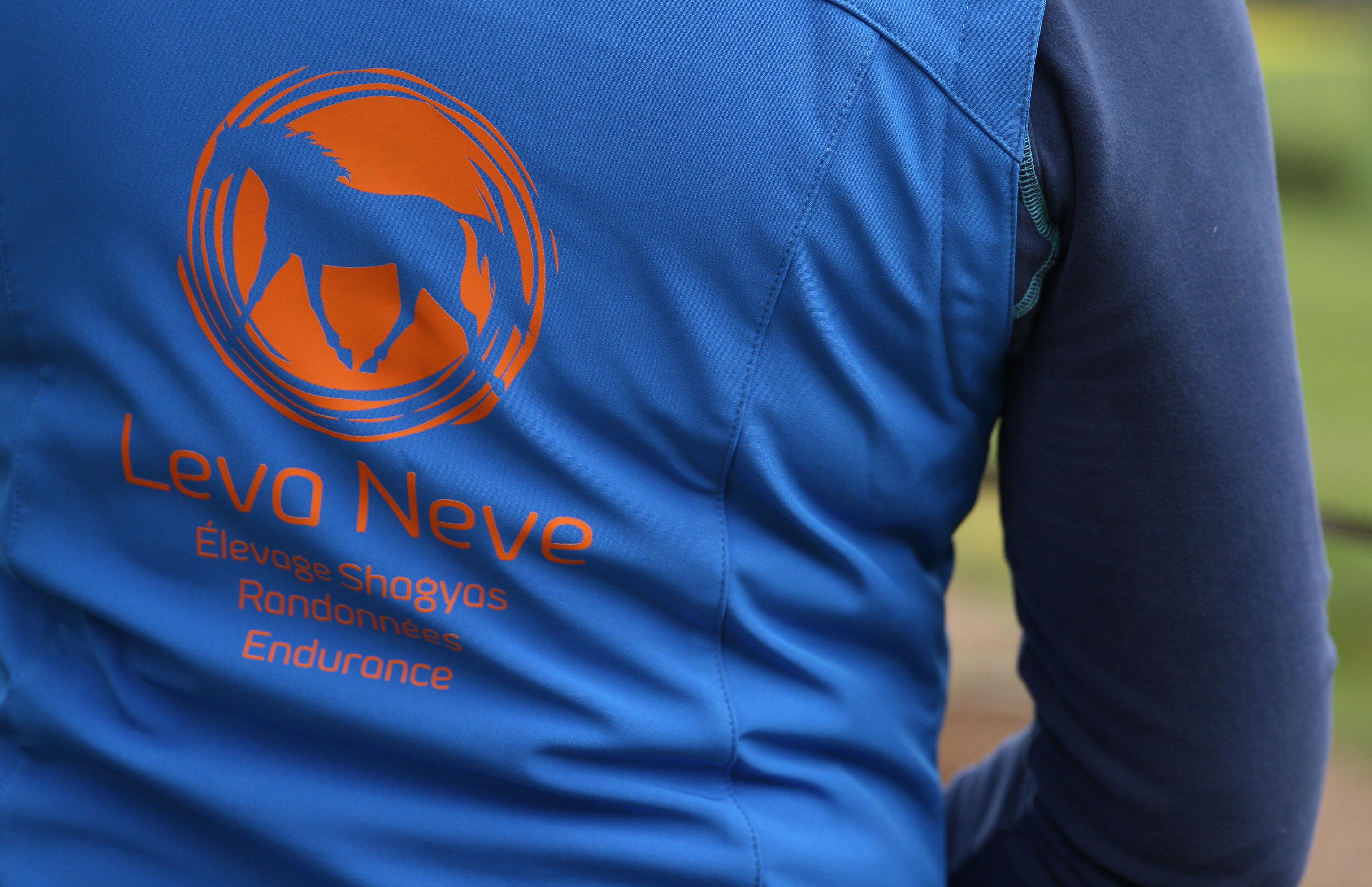 Logo flocké sur veste