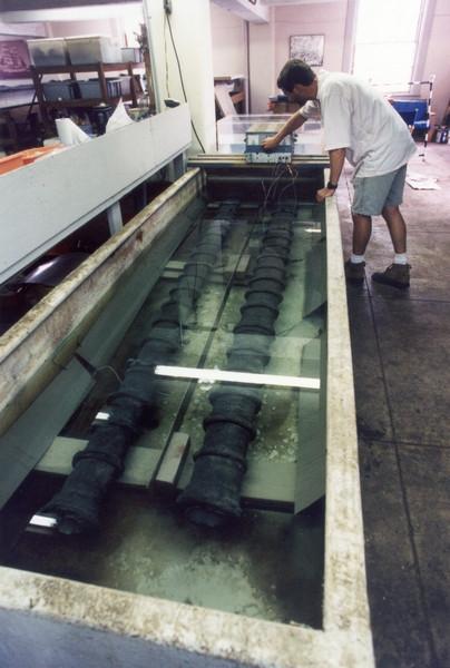 Bombardetas in Electrolysis Tank