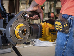DEWALT's FlexVolt 60V Max Pipe Threader is a Must-Have!