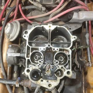 carburateur revisie van een v8