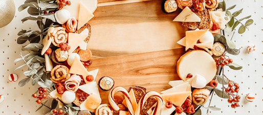 How to Make a Charcuterie Wreath Board With Salami Roses.
