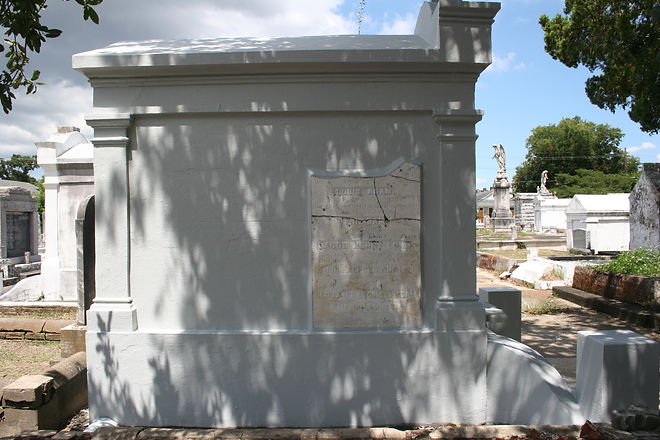 New Orleans Grave Tomb Cleaning Painting Service