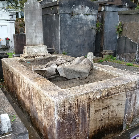 New Orleans tomb repair, tomb restoration, cemetery repair cleaning painting