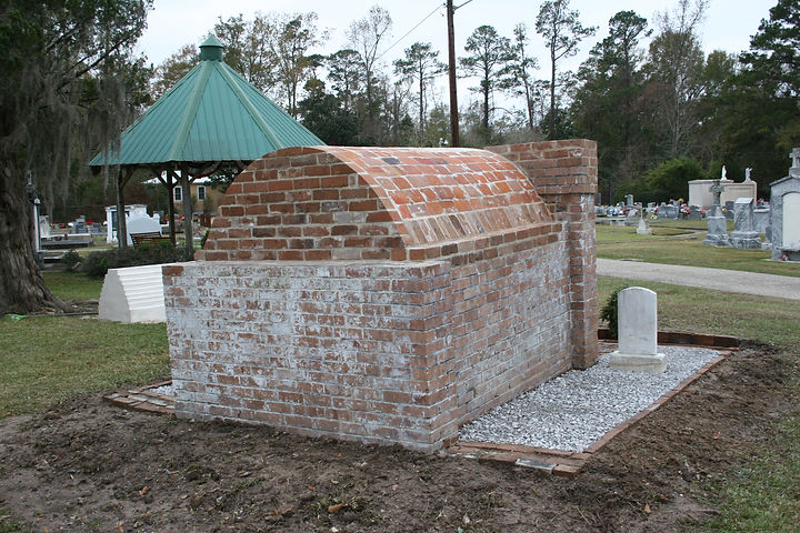 New Orleans tomb repair, cemetery restoration, cemetery repair, tomb restoration, New Orleans tomb grave cleaning painting