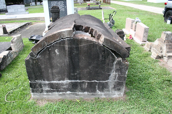 New Orleans cemetery restoration, cemetery repair, tomb restoration, tomb repair, New Orleans cemetery tomb grave cleaning painting