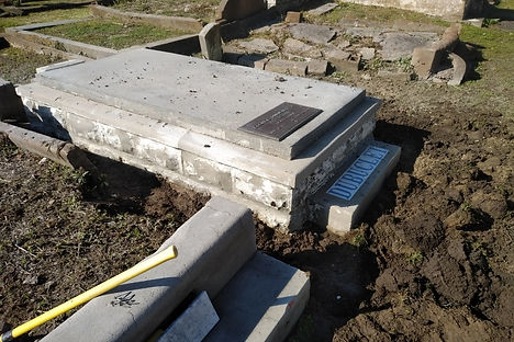 New Orleans cemetery repair, tomb restoration tomb repair, cemetery restoration, New Orleans tomb grave cleaning painting