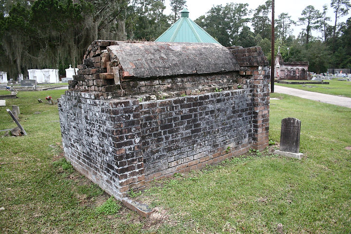 New Orleans tomb restoration, tomb repair, cemetery restoration, cemetery repair, New Orleans tomb grave cleaning painting
