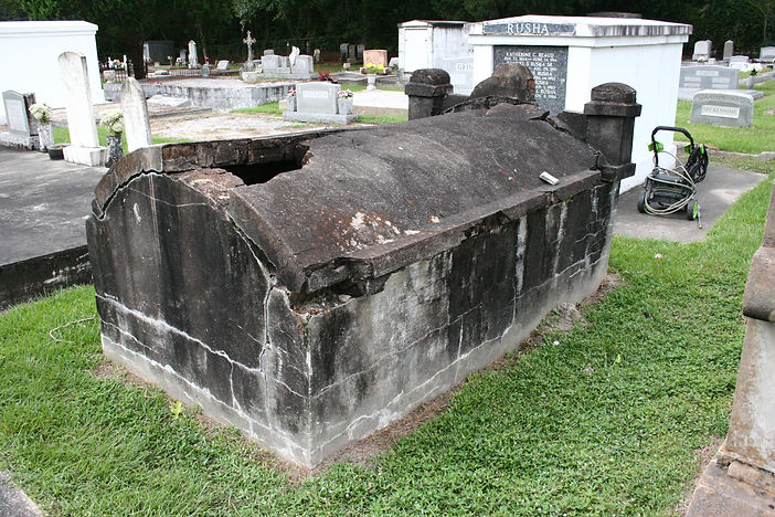 New Orleans cemetery repair, tomb restoration, cemetery restoration, tomb repair, New Orleans tomb grave painting cleaning