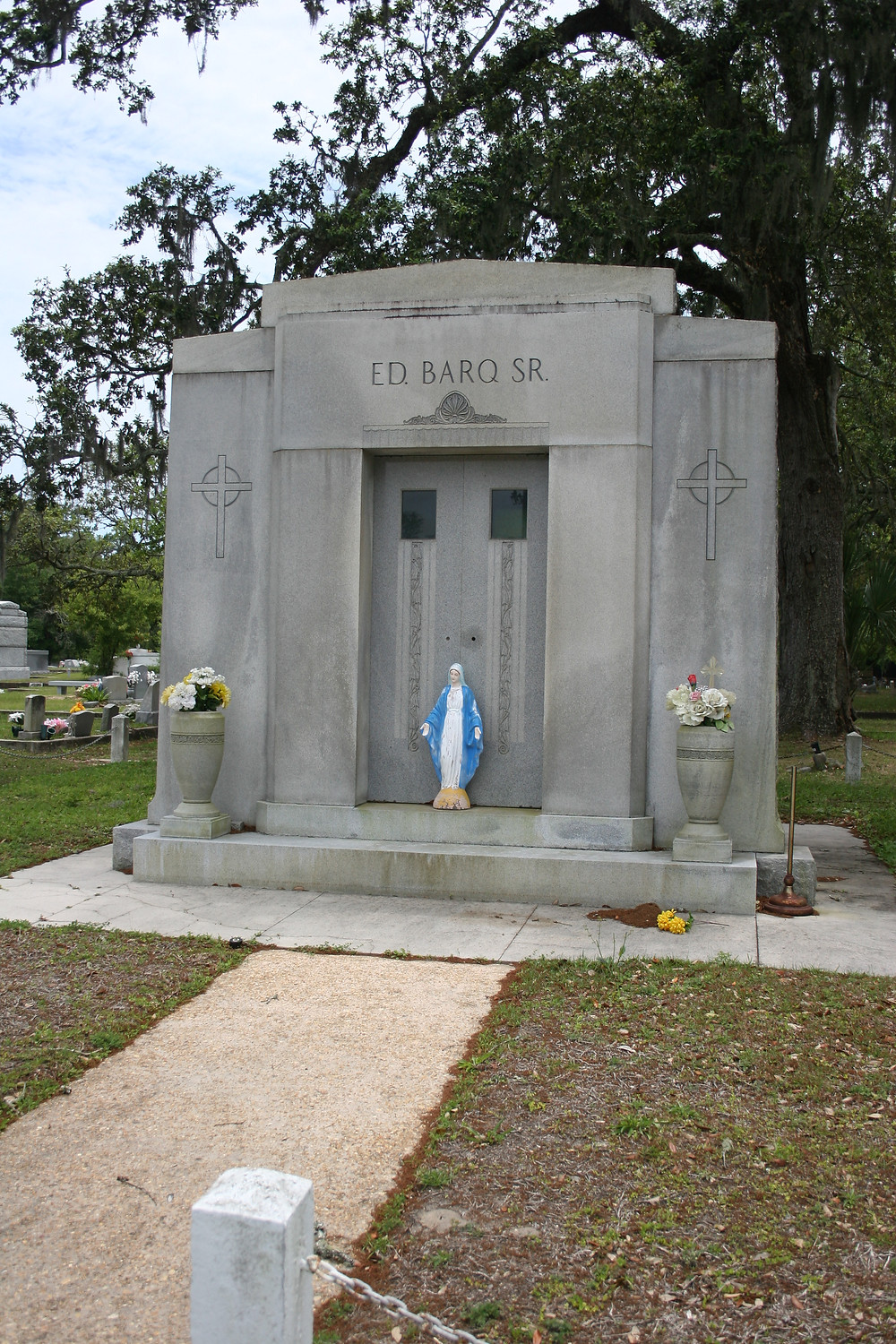 New Orleans cemetery restoration, tomb cleaning painting repair, cemetery repair, tomb restoration
