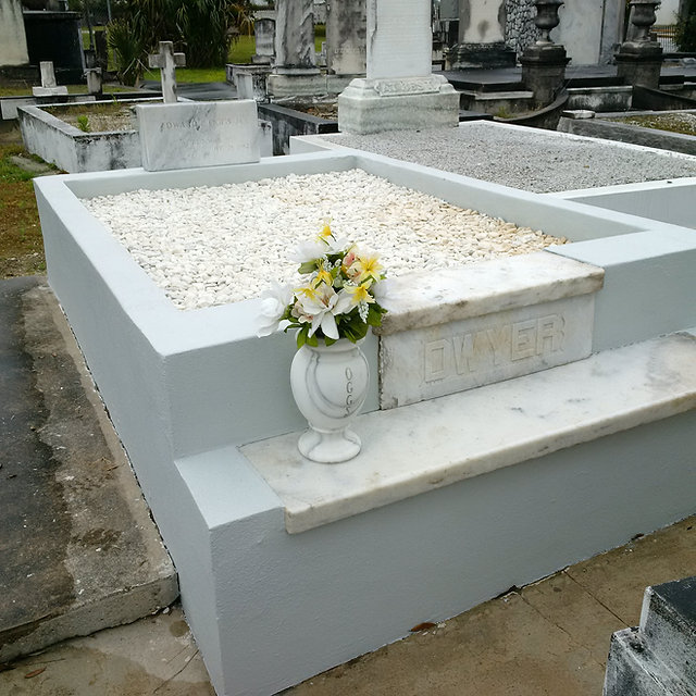 New Orleans cemetery repair, tomb restoration, tomb repair cleaning painting cemetery restoration