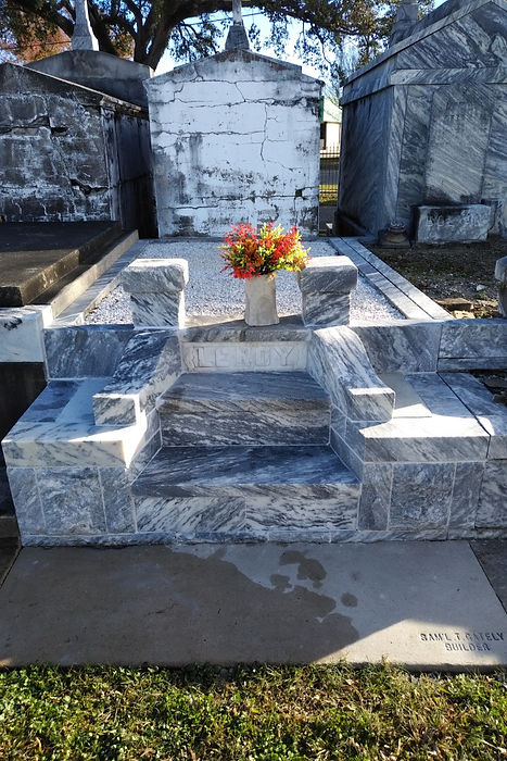 New Orleans cemetery repair, tomb restoration, tomb repair, cemetery restoration, New Orleans tomb grave cleaning painting, renovation