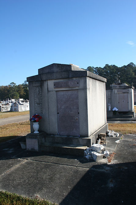 New Orleans cemetery restoration, tomb repair, cemetery repair, tomb restoration, New Orleans grave cleaning painting