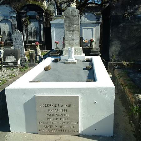 New Orleans cemetery restoration, tomb repair, cemetery repair cleaning painting