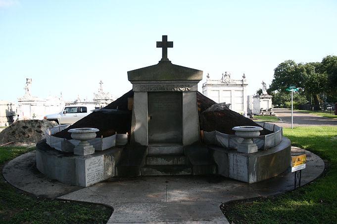 New Orleans cemetery restoration, cemetery repair, tomb restoration, tomb repair, grave cleaning painting