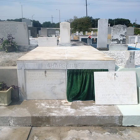 New Orleans tomb repair, cemetery restoration, tomb restoration, cemetery repair, grave cleaning painting renovation