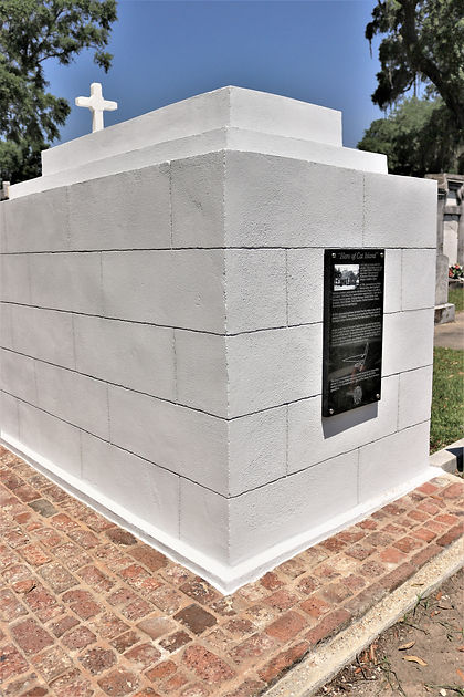 New Orleans cemetery restoration, cemetery repair, tomb repair, tomb restoration, New Orleans tomb grave cleaning painting