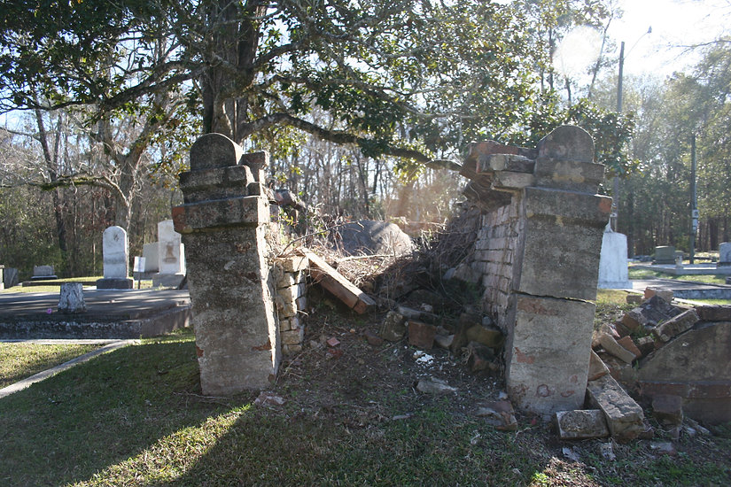 New Orleans cemetery restoration, tomb repair, tomb restoration, cemetery repair, New Orleans tomb grave cleaning painting