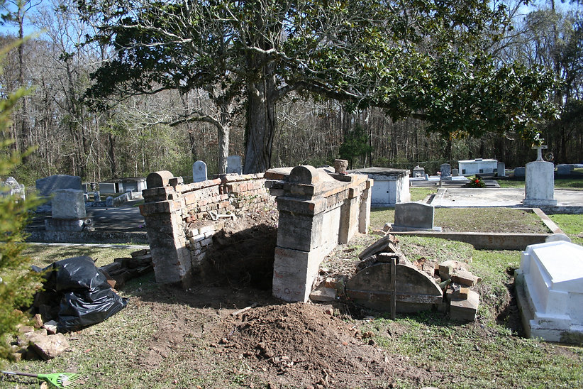 New Orleans cemetery restoration, tomb repair, cemetery repair, tomb restoration, tomb repair, New Orleans tomb grave cleaning painting
