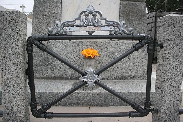 New Orleans cemetery repair, tomb restoration, tomb repair cleaning painting