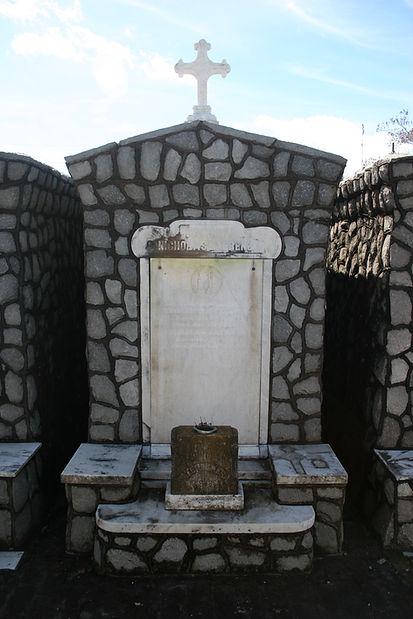 New Orleans tomb restoration, cemetery repair, tomb repair cleaning painting, headstone repair