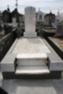 New Orleans tomb restoration, cemetery repair. tomb repair cleaning painting