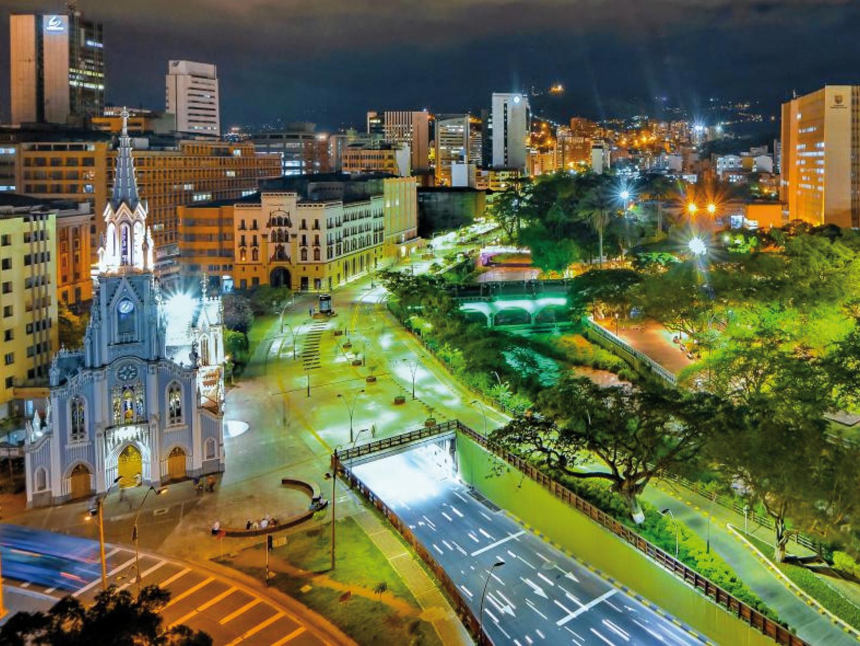 ALUMBRADO PÚBLICO BULEVAR DEL RIO