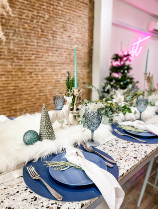 White_Aqua Christmas Tablescape.JPG