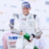 Marius med Champagne.jpg