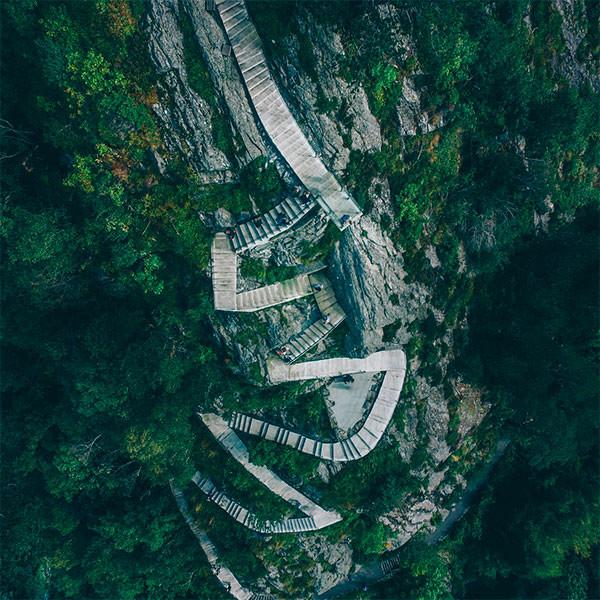 Steps to top of the mountain Aksla - Von Doren