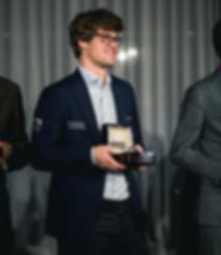 Magnus Carlsen med Grandmaster automatic klokke