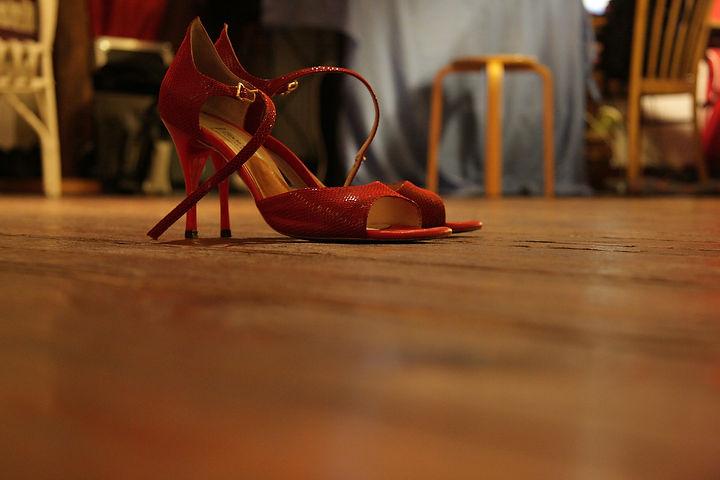 high-heeled-shoes-285661_1920.jpg