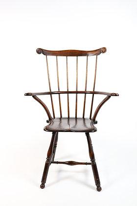 Early 18th-Century Walnut American Windsor Arm Chair