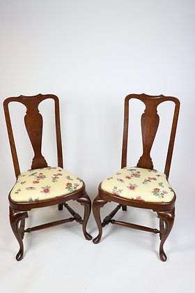 Set of Four Solid Mahogany Queen Anne Chairs