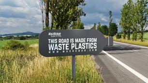 Empresa inglesa está usando plástico retirado dos oceanos para construir estradas