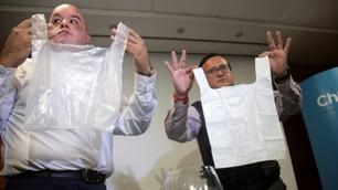Engenheiros chilenos criam sacolas plásticas que dissolvem na água