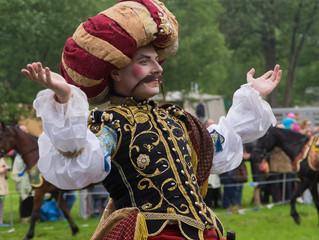 Санкт-Петербург: В Петергофе прошёл фестиваль «Александрийская карусель. Золотой век»